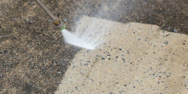 reinigen van beton